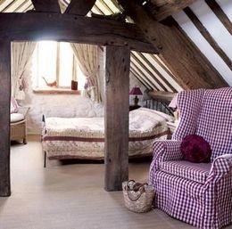 الداخلية من غرفة نوم بأسلوب ريفي