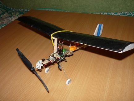 Как сделать летающий самолёт на моторчике 970