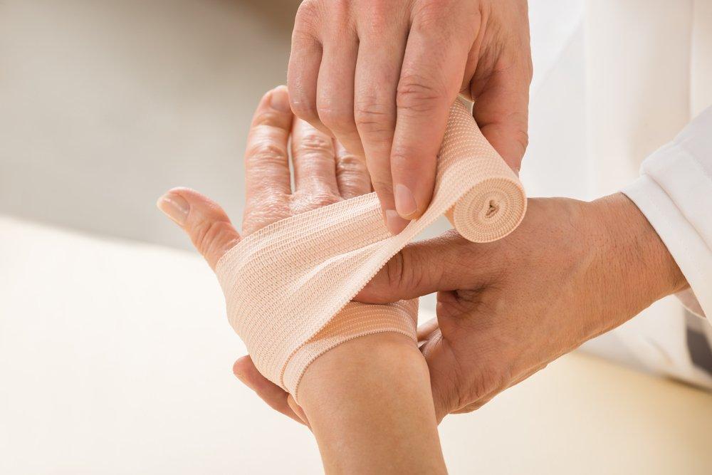 Aplicarea unui bandaj de compresie pentru varice