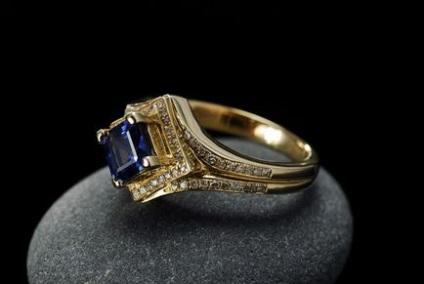 Jak kupić biżuterię i nie trać
