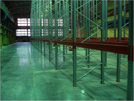 Затирка і шліфування бетонних підлог з зміцненням затирочними машинами