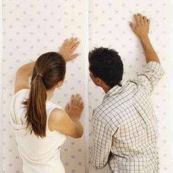 Як правильно клеїти паперові шпалери своїми руками покрокова інструкція
