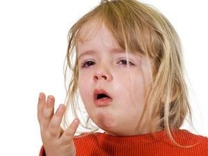 Przyczyny, objawy, pierwsza pomoc w leczeniu skurczu krtani u dziecka