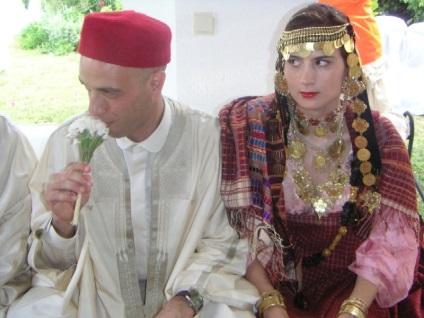 Cautand o femeie de nunta tunisiana)