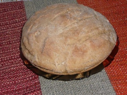 Сірий хліб з кмином і прянощами