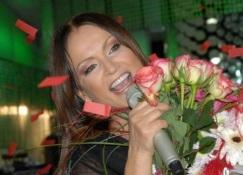 Алена водонаева стала відданою фанаткою свого нареченого