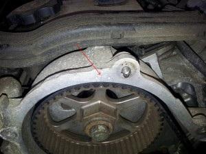 Jak usunąć i zainstalować wałek rozrządu w różnych modelach Chryslera