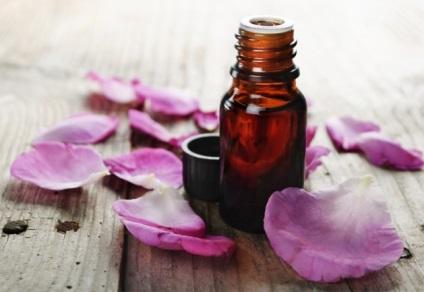 Рожеве масло властивості, користь і застосування масла троянди