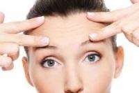 Как да се почисти вертикални бръчки по челото