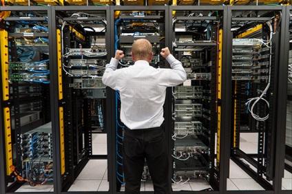 Jak uniknąć typowych błędów podczas hostowania serwera w szafie