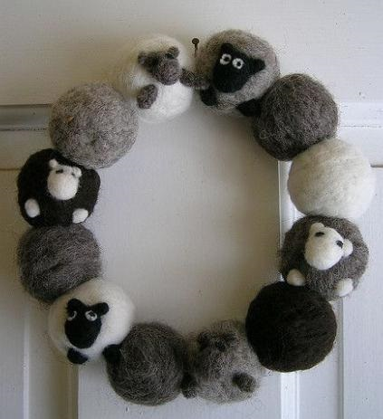 Валяння овечка з вовни