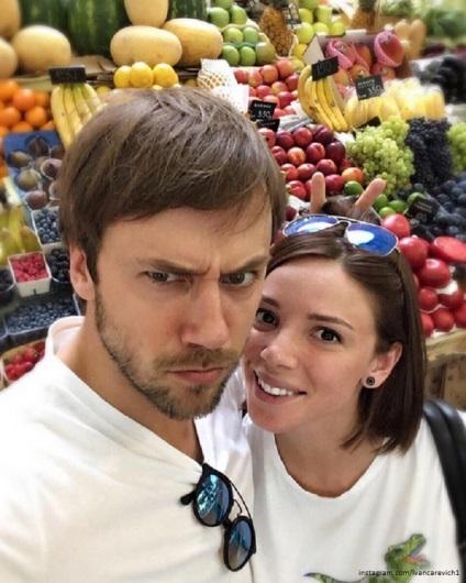Влад Топалов опублікував фото з дружиною в ліжку