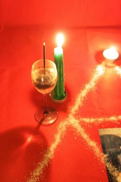 приворот фото свинчивают свечи две