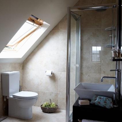 egy fürdőszoba a tetőtérben ötletek és képek