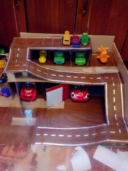 Как из коробки сделать детский гараж 455
