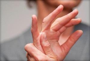 rheumatoid arthritis fáj a kezét)