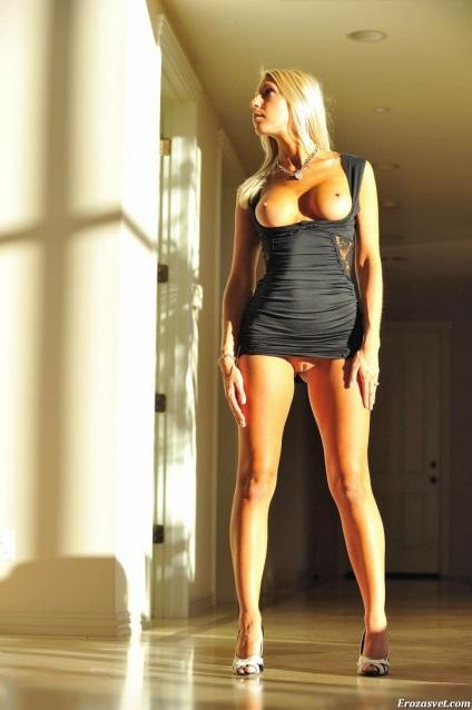 В платьях мини фото эро