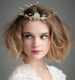 10 Самих модних зачісок на випускний на коротке волосся