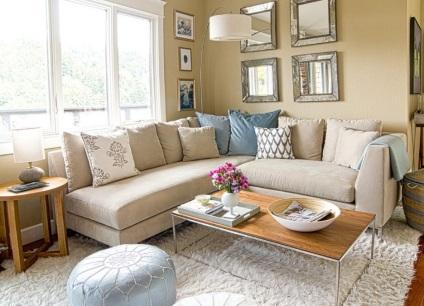 kanapé a nappaliban egy nagy teremben, fotók a belső terek, a ...