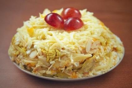 10 Салатов з сиром - прості рецепти