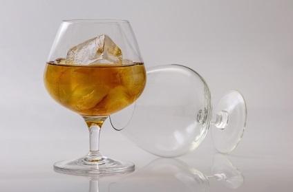 Ebben az útmutató öntsünk pohár alkohol
