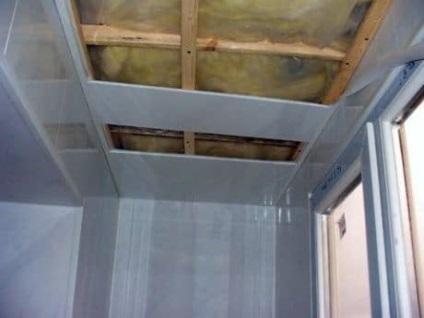 Потолок из пластика на балконе своими руками 24
