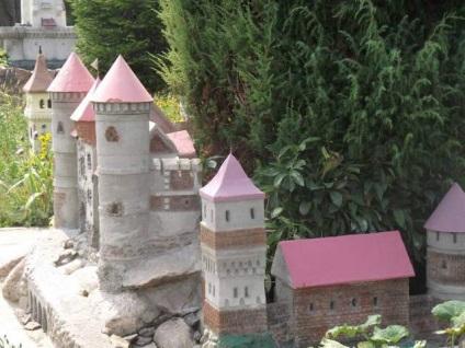Маленький замок своими руками 32