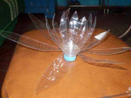 Кувшинка из бутылки пластиковой своими руками 24