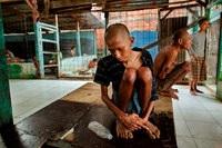 Megdöbbentő képek az élet a pszichiátriai betegek Indonézia