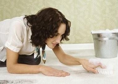 Hogyan tisztítsa meg a szőnyeget otthon, tippeket és tanácsokat a szakértők