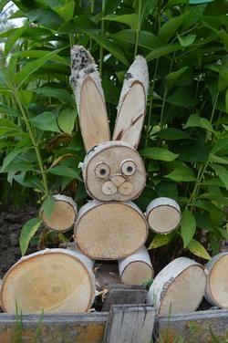 Заяц из бревен своими руками 32