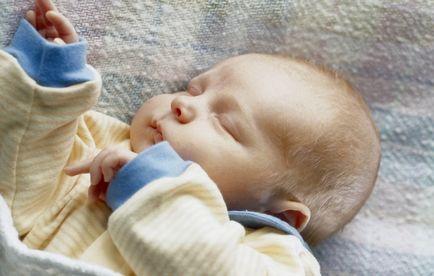 Hogyan kell tanítani a baba elaludni a saját