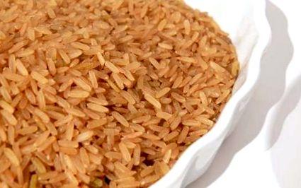 Кафяв ориз срещу бял ориз - Разлика и сравнение Diffen