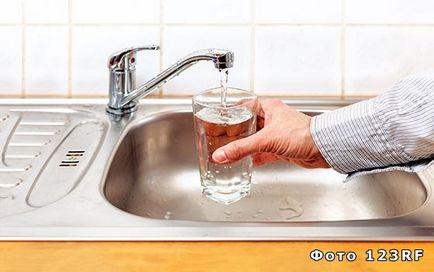 În cazul în care apa intră în casă și în cazul în care merge, baza răspunsurilor la întrebări