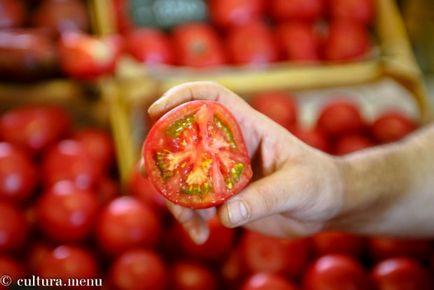 Alegeți roșii cu vânzătorii de piață Danilovskii, sărbătoarea culturii românești