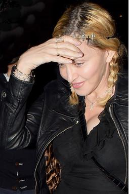 Vârstă de 57 ani Madonna are mâinile reîntinerit foto - femeie e zi