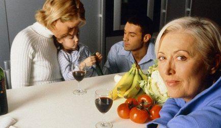 Cum să obțineți de-a lungul în casa a două gospodine soacră în bucătărie și vă helsnyus - revista de sănătate, modă, luminos
