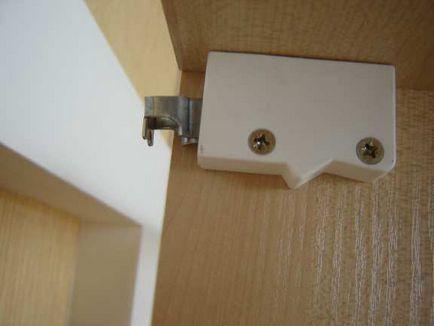 Fixarea dulapuri de bucatarie la ghidajul de perete